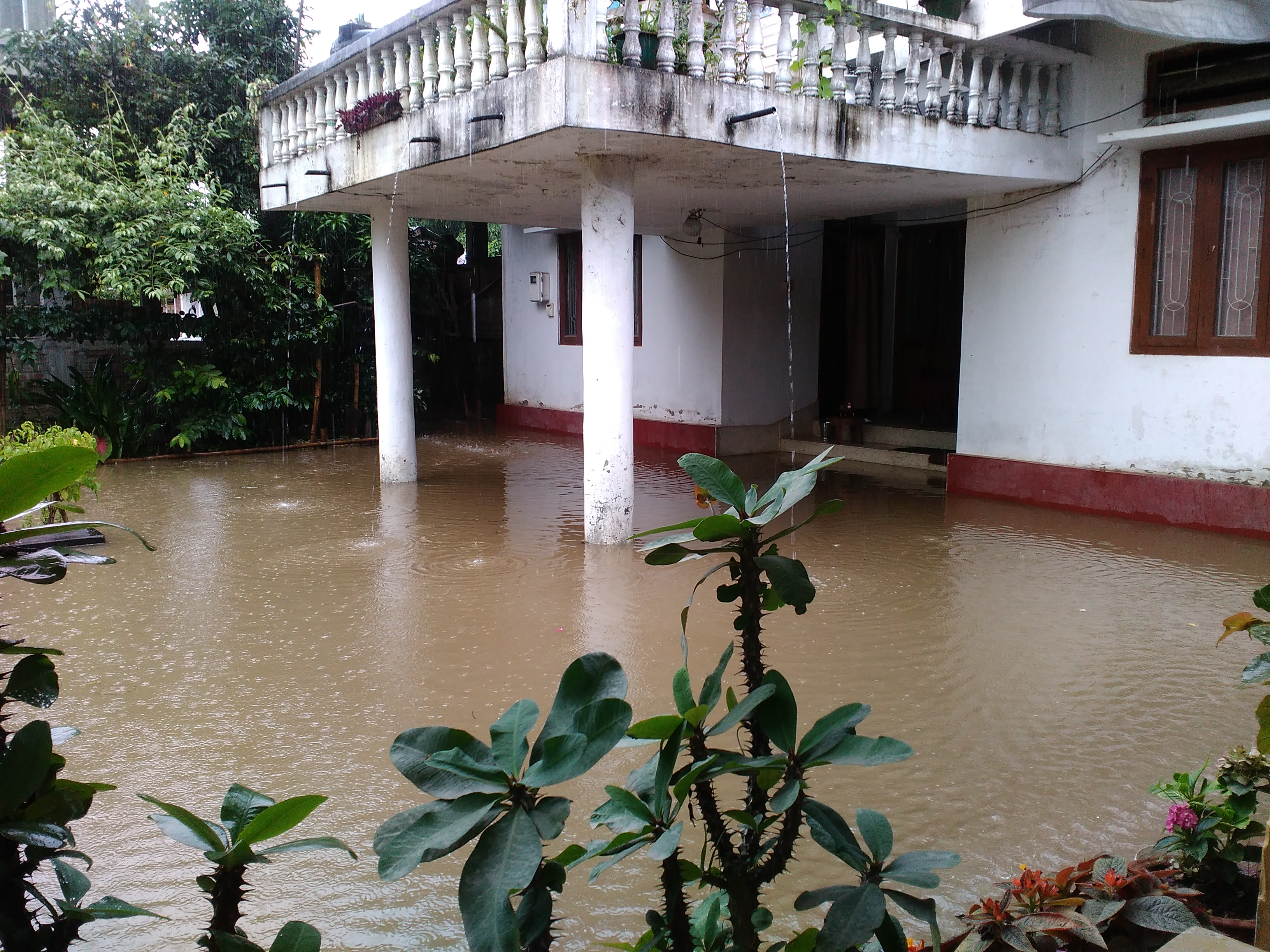 Flood water on rise in Imphal